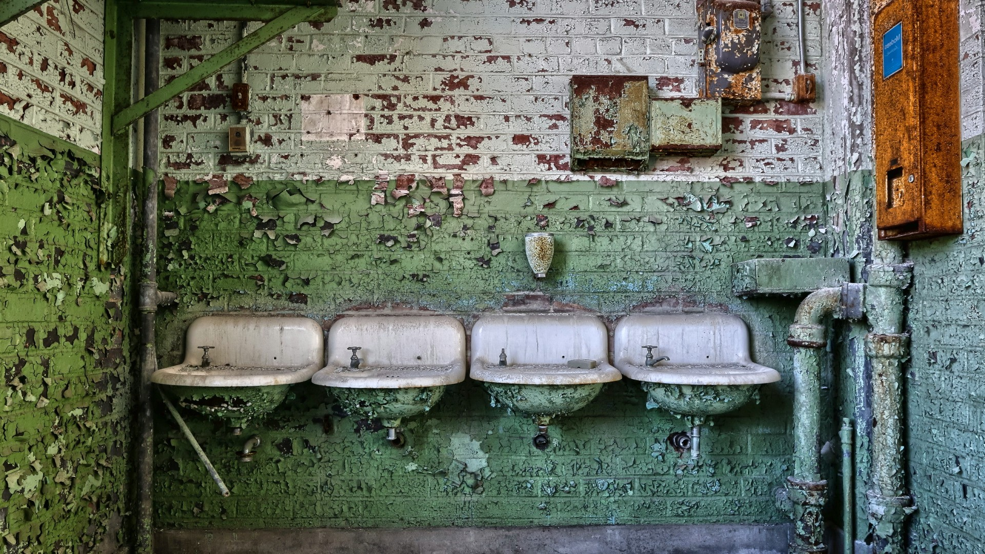 picture: washbasins, pipes, background (image)